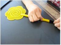 Buzzing fly swatte-4