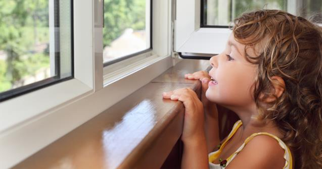 At the window - Babies and toddlers - Educatall