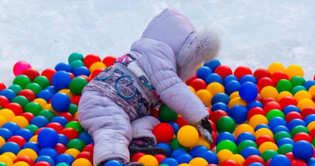 How to play with balls during winter - Babies and toddlers - Educatall