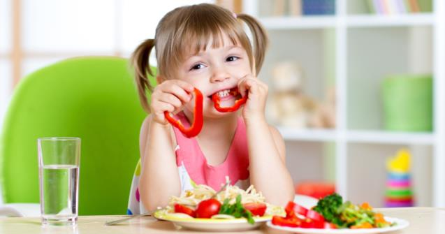 How young children use their sense of touch to explore food - Babies and toddlers - Educatall