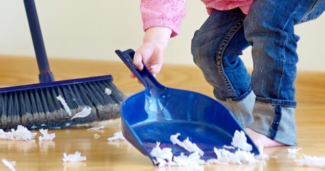 Tiny brooms and dustpans for toddlers - Babies and toddlers - Educatall