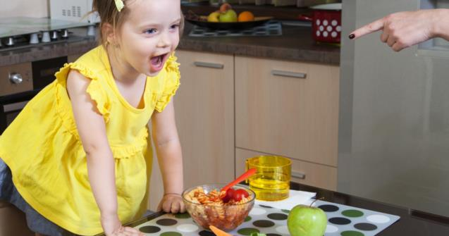 When a child is always getting up during meals - Tips and tricks - Educatall