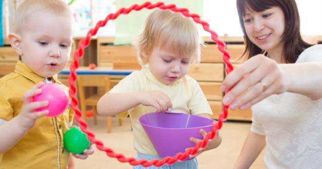 Wintertime hula hoop fun - Babies and toddlers - Educatall